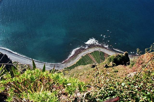 cliff-103224_640